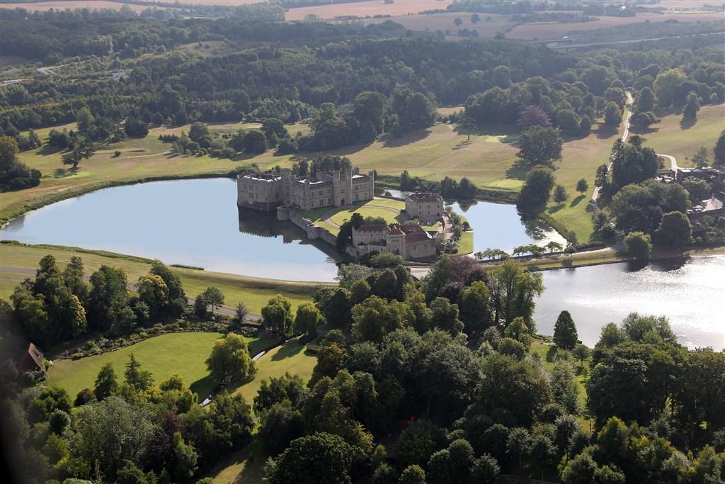 Romantickým pobřežím za nejkrásnějšími hrady jižní Anglie